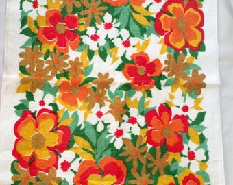 Vintage 1960s 70s Pequot Orange Red Yellow Green Floral Bath Towel Cotton NEW