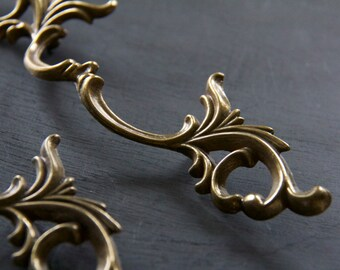 Gorgeous Vintage French Provincial Decorative Pull