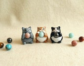 Cat figurine with healing crystal. Choose from 9 cats and 7 healing stones!