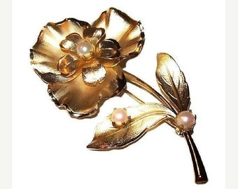 "Pearl Flower Brooch Pin Ruffled Petals Etched Gold Metal Design BIG 3"" Vintage"