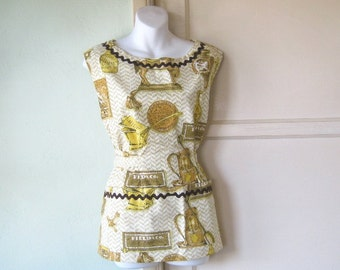 Midcentury Kitsch Early American Print Apron with Deep Pocket/Wraparound - NOS/Mint Full Kitchen Apron - Drop Shoulder Dress Apron '40s Styl