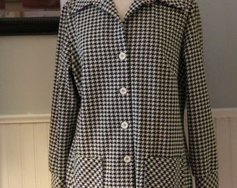 Vintage 1970s Houndstooth Long Sleeve Leisure Jacket by Beeline Fashions