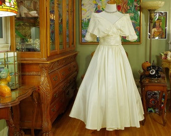 1980's Ivory Taffeta Party Dress . Retro Dior Inspired 'New Look' . Vintage Wedding Bridal .