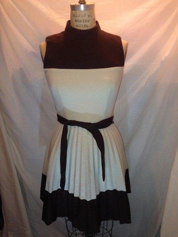 Vintage Dark Brown and Beige Belted Sleeveless Dress d16
