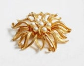 Gold Flower Brooch, Large Floral Pin with Faux Pearls, Bride Brooch, Unsigned Vintage Gold Pearl Flower Pin