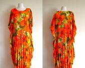 1950s/60s Pleated Kaftan Maxi Dress / Tropical Floral Print Festival Dress / Mid Century Batwing Sleeves / Boho Hippie OSFM Poncho