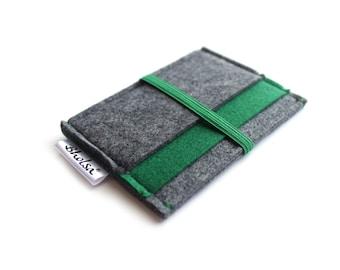 Card Organizer/ Card Wallet/ Felt Wallet/ Small Wallet/ Card Wallet Organizer- Charcoal Grey & Deep Green felt- Green Elastic Band