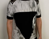 Modern punk triangle shirt with studded epaulettes in gray ink stain and black