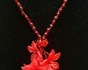 Falling flowers lariat necklace
