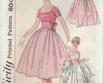 UNCUT Vintage 1950's Dress Sewing Pattern Simplicity 2961