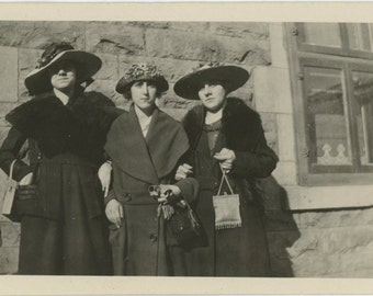 Three Women, 1921 Vintage Photo Snapshot [510416]