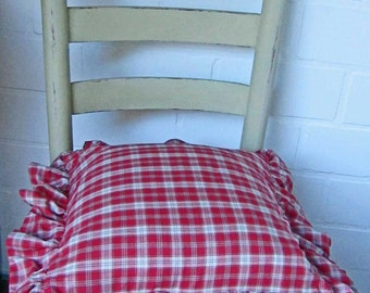 Ruffle pillow - red checkered