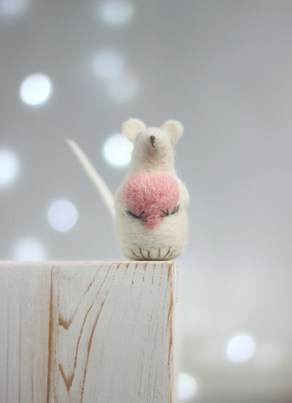 Needle Felt Mouse - Dreamy Baby Felt Mouse With A Heart - Needle Felted - Art Doll - White mice - Mouse miniature - White Home Decor