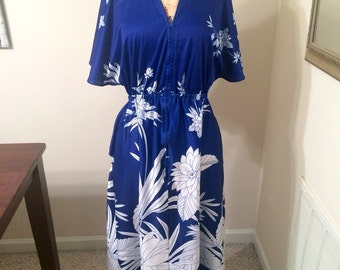 Vintage 1970s Blue and White Soft Nylon Polyester Zipper Front Hawaiian Maxi Dress Resort Wear Vacation Style Hawaii Flowers Floral Size L