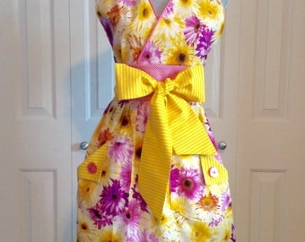 The Betty • Ladies Apron | Handmade | Full Apron | Cooking Apron | With Pockets | Baking Apron | Vintage Apron | Retro Apron | Daisy