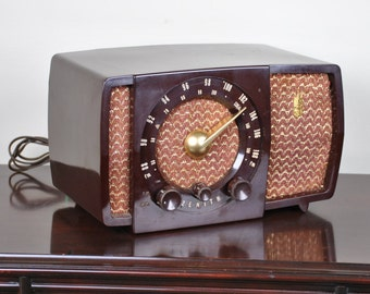 Antique 1952 Zenith AM and FM Bands Radio Model H723 Plays And Looks Great.  Free Shipping!