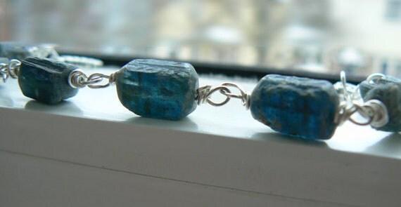 Raw Kyanite bracelet- Blue kyanite gemstone rustic bracelet- Rough kyanite silver bracelet- Stone boho jewelry-Women fashion bracelet