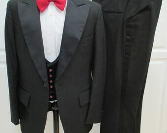 42L Vintage 1970s Tuxedo 3 piece, Mens Formal Wear, 70s Mens black vintage tuxedo, Mad Men tuxedo, Mens Evening Wear, Mens Black tuxedo,