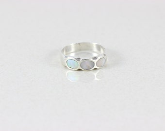 Sterling Silver Mother of Pearl Band Ring size 10 1/2