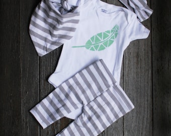 Gray Stripe baby outfit/Gender Neutral Baby Clothes/Aztec Coming home/Going Home outfit/Stripe baby leggings newborn outfit/ Stripe Leggings