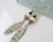 Cream, carnation, and black speckled drop earrings   MJ15-013E
