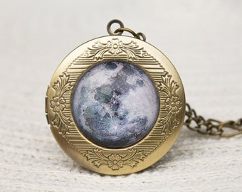 Moon Locket Necklace, Moon Locket, Glass Dome Locket, Pendant Locket, Space Jewellery, Moon Necklace, Moon Pendant, Photo Locket, Galaxy