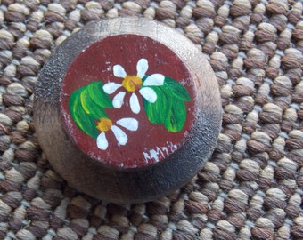 VINTAGE HANDMADE LISTING: Wood Wooden Flower Floral Hand-Painted Small Magnet