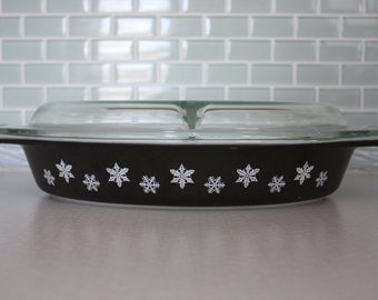 Pyrex Charcoal Snowflake Oval Divided Serving Dish with Cover