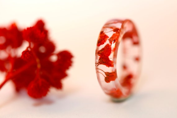 Red flower resin ring - Botanical pressed flower -circle ring - real flower jewelry