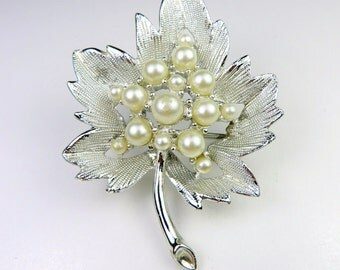 Maple Leaf Pearl Cluster Center Brooch. Textured Silver Rhodium Plated Leaf Pin. 1950s Trending Vintage Jewelry