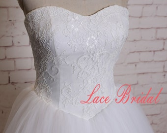 Semi-Sweetheart Neckline Wedding Dress with Cathedral Train Ivory Ball Gown with Simple Tulle Skirt