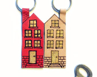 Keychain Home sweet Home / Apartment european house / building / handmade leather keychain / pokerwork / housewarming gift / gift for her
