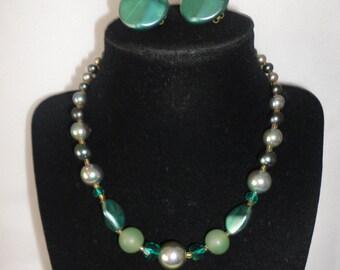 Japan Made Vintage Iridescent Necklace Set*****.