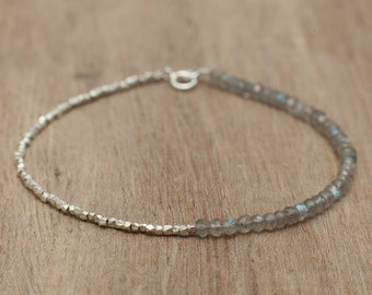 Adorable delicate bracelet made of labradorite gemstones and 99% pure silver. boho