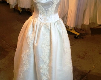 Vintage, ivory ball gown wedding dress   (4-14-4)