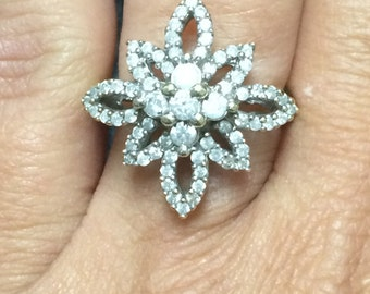 Beautiful 10K Yellow Gold Flower DIAMOND Ring Size 6.25 STUNNING!!