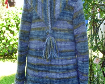 Knitting coat with pointed hood M