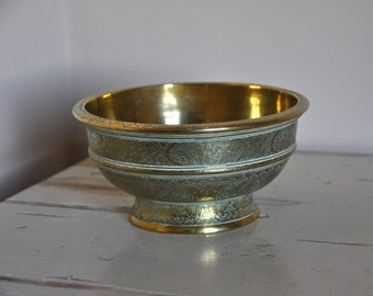 Antique,Traditional Indonesian bowl / bokor brass