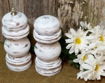 Salt Shaker and Pepper Mill, Shabby Chic Shakers, White Salt shaker and Pepper Mill, White, RobinsStudio, Shabby Chic, Vintage, Rustic, Chic