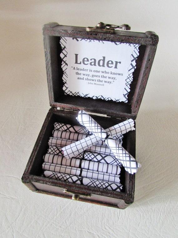 Leadership Scroll Box, Leadership Gift, Boss Gift, Boss Day GIft, 21 leadership, motivational quotes in wood box, Boss Card, Boss Mug