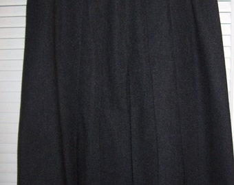 Vintage Ellen Tracy Charcoal Grey Wool Skirt. Size 8 Career/school find.
