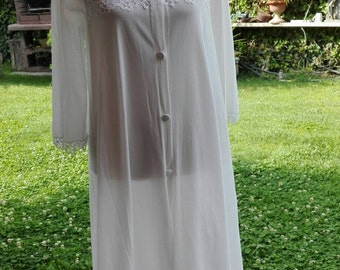 Shabby chic VINTAGE white WEDDING robe Dressing gown wedding LUXURY White
