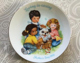 "Mother's Day 1989 plate ""Loving is caring"" from Avon"