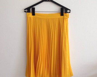 Vintage 80s Pinup Lolita, Rockabilly Style Yellow Pleated Skirt. Size 44