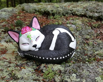 Day of the Dead Cat Statue, Sleeping Cat Garden Statue, Cat Memorial, Kitty Sugar Skull, Cat Grave Marker, Dia de los Muertos, Calavera Cat