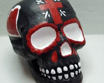 Sugar Skull Garden Decor, Day of the Dead Home Decor, Dia de los Muertos Figure, Calavera Skull with Cross, Painted Concrete Statue