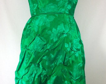 1950s Emerald Green Wiggle Dress with Rouching and Pearl Details size S