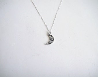 Sterling Silver Moon Necklace, Sterling Silver Moon Necklace, Silver Crescent Pendant, Minimalist, Everyday Wear, Silver Layering Necklace