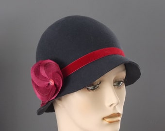 charcoal gray felt cloche with red flower, womans gray felt hat with red flower, dark gray felt cloche with red velver ribbon, felt cloche
