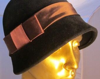 Art Deco Cloche Hat Velvet with ribbon